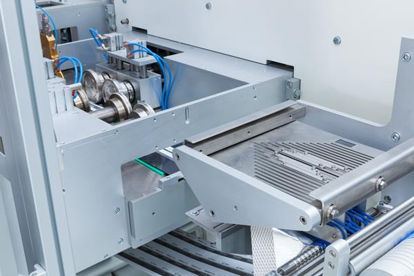 High speed converting and 4-side-seal flow-wrapper